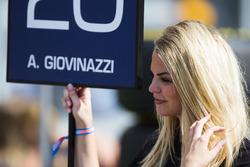 La grid girl di Antonio Giovinazzi, PREMA Racing