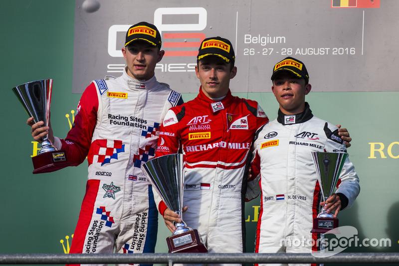 Podium : le vainqueur Charles Leclerc, ART Grand Prix, le deuxième Jake Dennis, Arden International, le troisième Nyck De Vries, ART Grand Prix