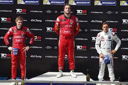 Podium: Sieger Pepe Oriola, SEAT Leon, Team Craft-Bamboo LUKOIL; 2. James Nash, Team Craft-Bamboo, SEAT León TCR; 3. Gianni Morbidelli, Honda Civic TCR, West Coast Racing