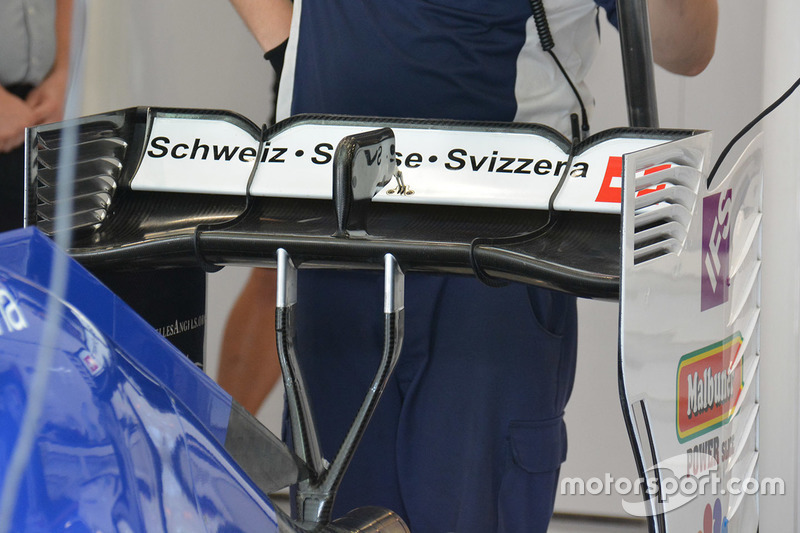 Sauber C35 achtervleugel detail