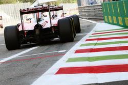 Kimi Raikkonen, Ferrari SF16-H detrás de su compañero Sebastian Vettel, Ferrari SF16-H