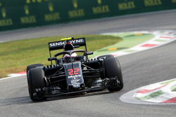 Jenson Button, McLaren MP4-31, con il dispositivo Halo
