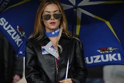 Чарівна дівчина Suzuki