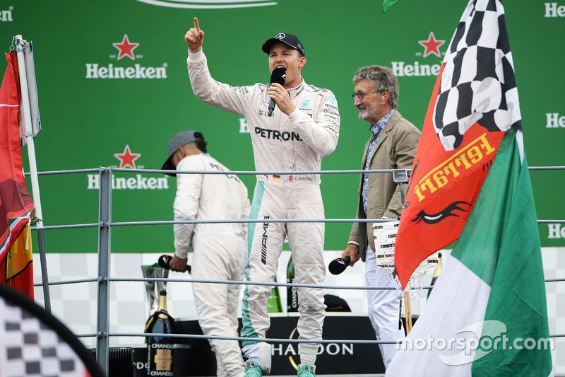 Nico Rosberg habla en italiano a los tifosi de Monza