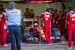 Sebastian Vettel, Ferrari SF15-T, mit Pirelli-Reifen für 2017