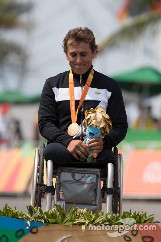 Podio: medalla de oro para Alex Zanardi, de plata para Stuart Tripp y bronce para Óscar Sánchez