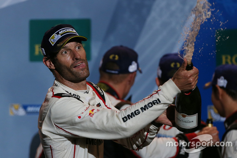 Podio: ganador de la carrera Mark Webber, Porsche Team