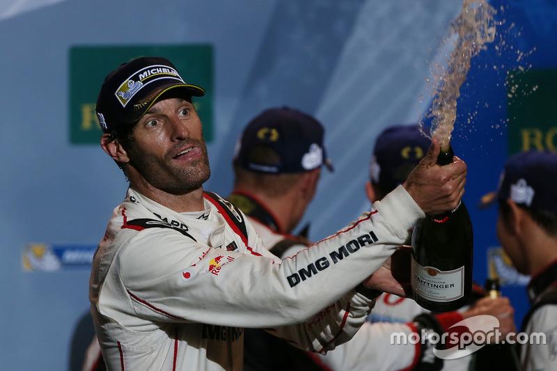 Podio: ganador de la carrera Mark Webber, Porsche Team