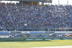 Restart: Ryan Blaney, Wood Brothers Racing Ford leads
