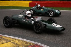 #125 Emeryson F2/F1 (1960): Albert Streminski; #21 Alta F2 (1952): Ian Nuthall