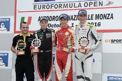 Леонардо Пульчини, Campos Racing (победитель гонки), Дамиано Фьораванти, RP Motorsport (второе место) и Фердинанд Габсбург, Drivex School (третье место) на подиуме