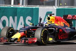 Racewinnaar Daniel Ricciardo, Red Bull Racing RB12 viert feest wanneer hij over de streep komt