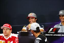 Carlos Sainz Jr., Scuderia Toro Rosso y Lewis Hamilton, Mercedes AMG F1 en la Conferencia de prensa FIA