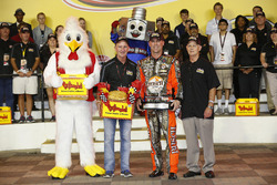Polesitter Kevin Harvick, Stewart-Haas Racing Chevrolet