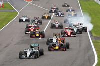 Nico Rosberg, Mercedes AMG F1 W07 Hybrid, führt nach dem Start