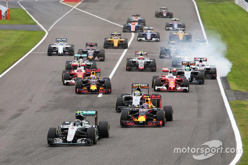 8. Nico Rosberg, Mercedes AMG F1 W07 Hybrid líder en la arrancada