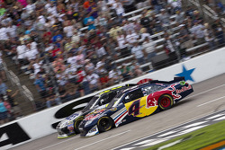 Kasey Kahne, Red Bull Racing Team Toyota and Jimmie Johnson, Hendrick Motorsports Chevrolet