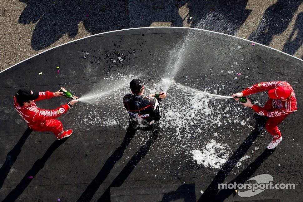 Podium: race winner Will Power, Team Penske, second place Scott Dixon, Target Chip Ganassi Racing, third place Dario Franchitti, Target Chip Ganassi Racing