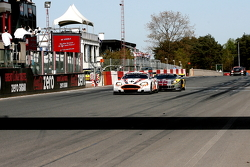 Checkered flag for #8 Young Driver AMR Aston Martin DB9: Darren Turner, Stefan Mücke