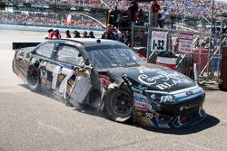 Matt Kenseth, Roush Fenway Racing Ford with damage