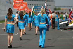 Flag and grid girls walk to starting grid