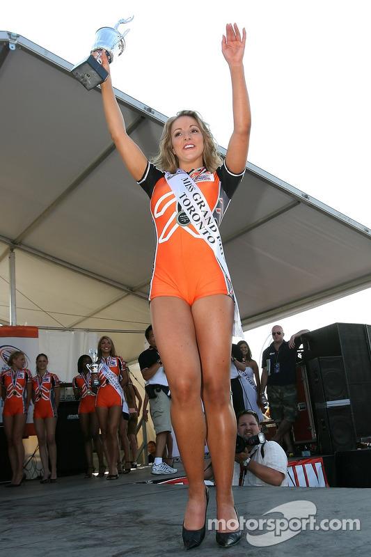 La gagnante de Miss GP Natalie Waples