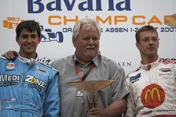 Sébastien Bourdais and Graham Rahal accept the Phanos Champ Car European Team Cup title