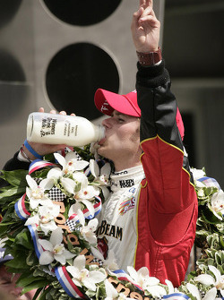 Victory lane: race winner Dan Wheldon tastes the Indiana milk