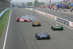 2005 IRL champion Dan Wheldon celebrates with Andretti Green Racing teammates