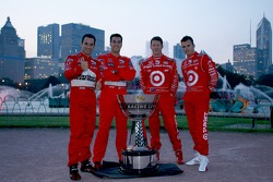 2006 IndyCar Series championship contenders photoshoot in Chicago: Helio Castroneves, Sam Hornish Jr., Scott Dixon and Dan Wheldon