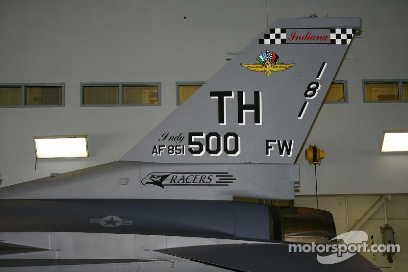 P.J. Chesson roule avec la garde nationale d'Indiana: la queue d'un F-16 Fighting Falcon