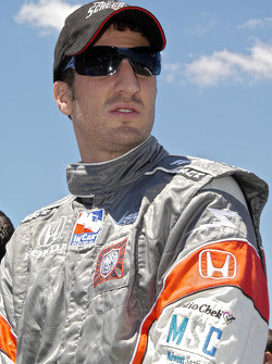 Tomas Scheckter checks out the grid