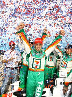 Podium: race winner Tony Kanaan celebrates