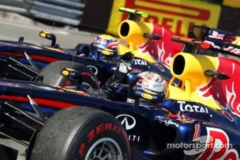 Mark Webber, Red Bull Racing, RB7 and winner Sebastian Vettel, Red Bull Racing, RB7