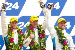GTE-Pro领奖台: 第三名:迪克·穆勒、安迪·普里奥和乔伊·汉德