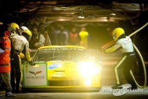 Pit stop for #74 Corvette Racing Chevrolet Corvette C6 ZR1: Oliver Gavin, Jan Magnussen, Richard Westbrook