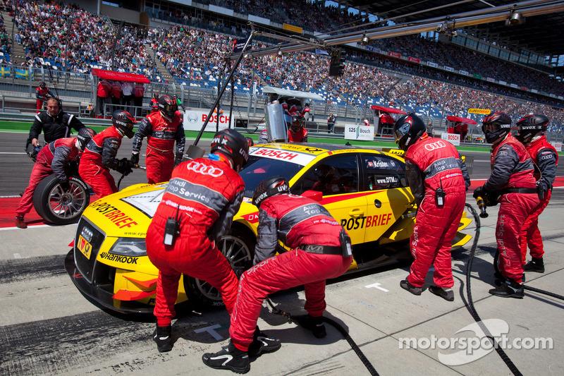 Pit stop for Tom Kristensen, Audi Sport Team Abt Sportsline Audi A4 DTM