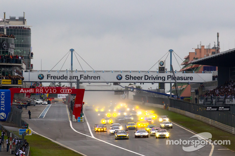 Start: #22 Black Falcon Mercedes-Benz SLS AMG GT3: Kenneth Heyer, Thomas Jäger, Jeroen Bleekemolen,