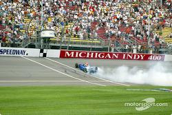 Tomas Scheckter smoking the tires