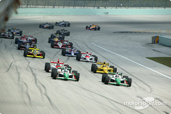 Pole winner Tony Kanaan and Michael Andretti lead the field to the green flag