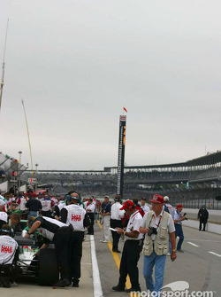 Clouds move in on pitlane
