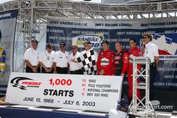 Team Penske celebrates 1000 IndyCar starts: Brian Barnhardt, Johnny Rutherford, Rick Mears, Al Unser Sr., Roger Penske, Gil de Ferran, Al Unser Jr., Helio Castroneves and Tony George