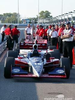 Cars are lined up on pitlane as teams prepare to qualify