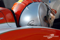 New helmet design for Dan Wheldon