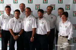 Andretti Green Racing press conference: Michael Andretti and Tony Kanaan pose with 7-Eleven Stores representatives