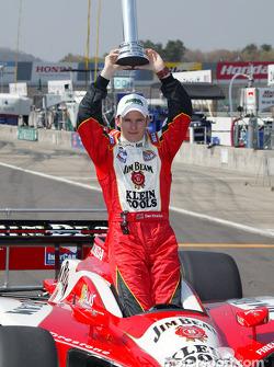 Dan Wheldon wins MBNA Pole Award for the Indy Japan 300