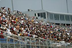 Kentucky Speedway spectators