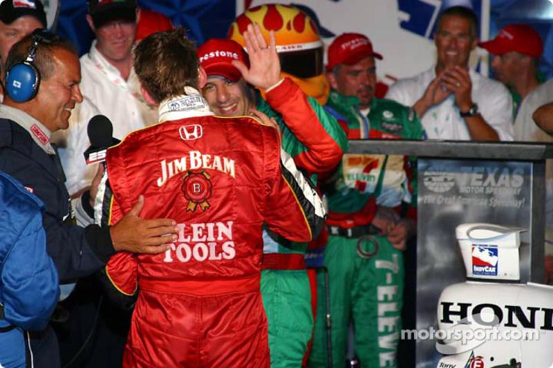 Dan Wheldon congratulates Tony Kanaan