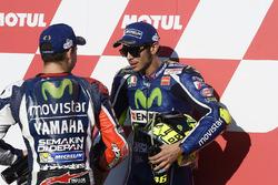 Ganador de la pole Valentino Rossi, Yamaha Factory Racing, tercer puesto Jorge Lorenzo, Yamaha Factory Racing