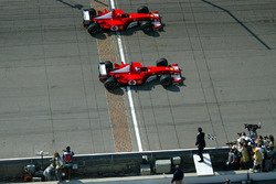 Финиш: Михаэль Шумахер и Рубенс Баррикелло, Ferrari
